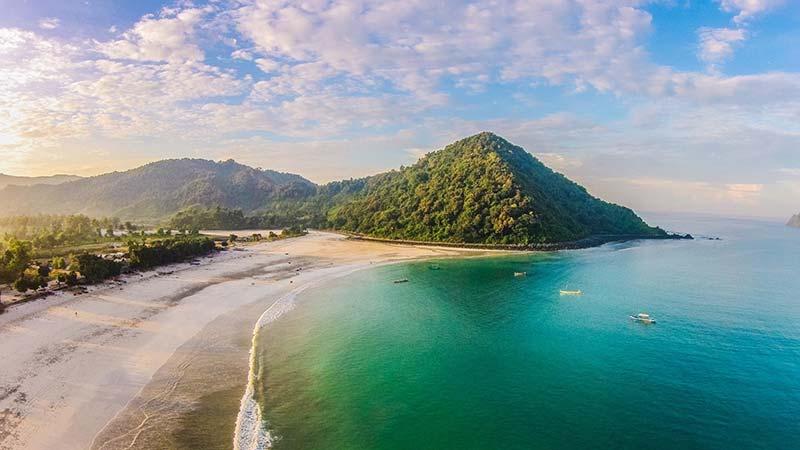 Lombok's Selong Belanak Beach