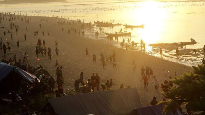 Crowds of beachgoers gather at sunset at Lombok Bau Nyale Festival