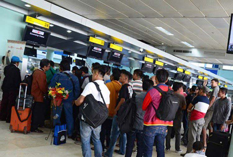100's of people in line to buy tickets to Lombok on Korean Air