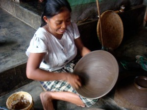 Lombok Potter At Work