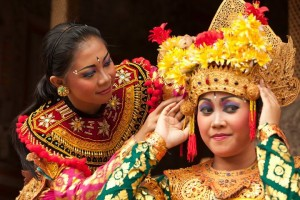 Lombok Dancers Getting Ready To Perform