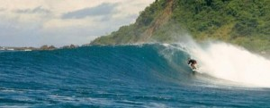 Surfing Lombok Air Guling