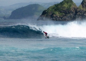 Surfing Lombok Mawi